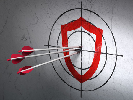 contoured: flechas golpear el centro de destino contorneada Escudo Rojo sobre fondo de pared, render 3D