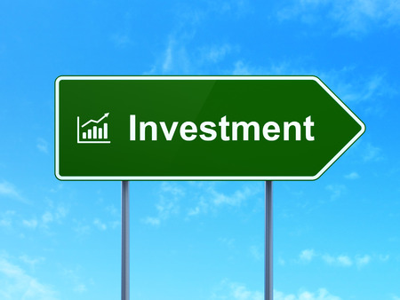 Finance concept: Investment and Growth Graph icon on green road (highway) sign, clear blue sky background, 3d render photo