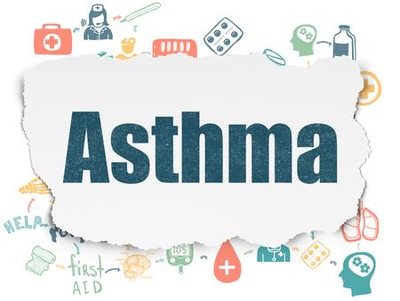 asthma: El concepto de salud: Pintado asma texto azul en el fondo de papel rasgado con iconos de la medicina Esquema de mano dibuja Foto de archivo