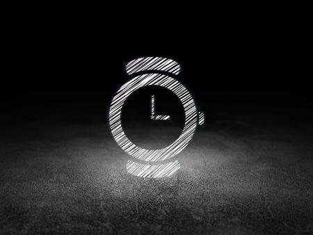 cronologia: Concepto de tiempo: Se ilumina en el icono del reloj en el cuarto oscuro con grunge sucio suelo, fondo negro Foto de archivo