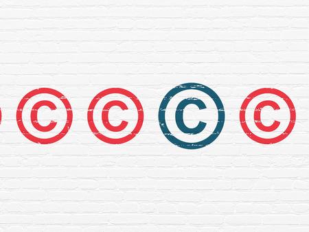 jurisprudencia: Concepto de la ley: fila de iconos de autor rojas pintadas alrededor icono azul de derechos de autor sobre el White ladrillo la pared de fondo Foto de archivo