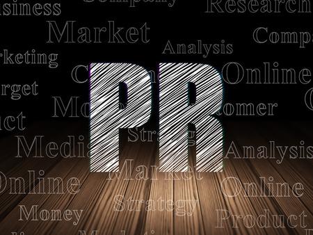 Werbekonzept: Glühender Text PR in der Schmutzdunkelkammer mit Bretterboden, schwarzer Hintergrund mit Tag Cloud