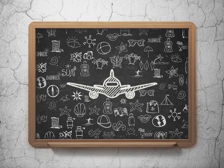 Concept de tourisme: Icône d'avion Chalk White sur fond de Conseil scolaire avec icônes de vacances dessinés à la main