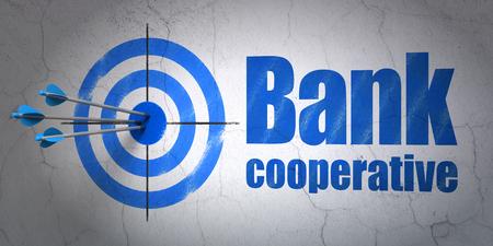 cooperativismo: El �xito concepto de banca: flechas golpear el centro de destino, Cooperativa Blue Bank en el fondo de la pared
