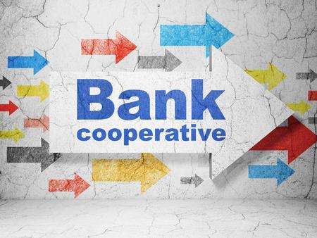 cooperativismo: concepto de moneda: flechas con el Banco Cooperativo en grunge textura de fondo de muro de hormig�n, 3D