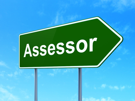 Insurance concept: Assessor on green road highway sign, clear blue sky background, 3D rendering Imagens