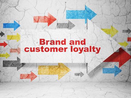 広告の概念: グランジのブランドおよび顧客の忠誠心を持つ矢印質感のコンクリートの壁の背景、3 D レンダリング