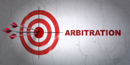Success law concept: arrows hitting the center of target, Red Arbitration on wall background, 3D rendering Banque d'images