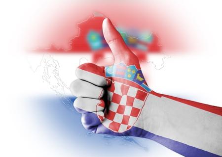 bandera de croacia: Pulgar para arriba con el cuerpo pintado digitalmente Croacia Bandera