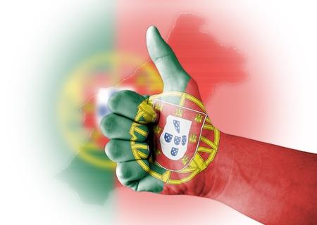 drapeau portugal: Thumb up avec numériquement le corps peint en Portugal flag Banque d'images