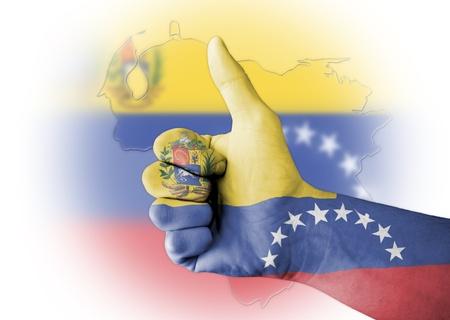 mapa de venezuela: Pulgar para arriba con el cuerpo pintado digitalmente la bandera de Venezuela