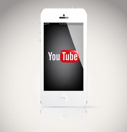 부쿠레슈티, 루마니아 - 2014년 2월 6일 : 유튜브 logo.YouTube을 보여주는 아이폰 5 장치는 사용자가 업로드보기 및 동영상을 공유 할 수있는 동영상 공유 웹