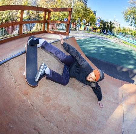 masterly: Skateboarder doing masterly lunge in halfpipe