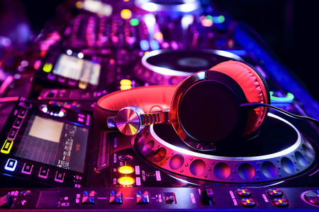 Dj mixer with headphones at nightclub 版權商用圖片 - 27829202