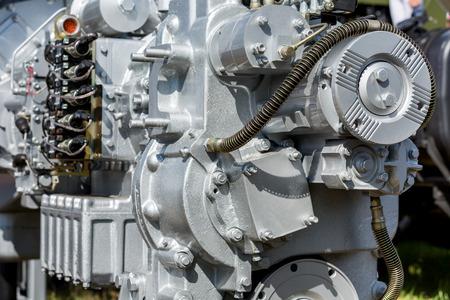 alternateur: Moderne agrandi de moteur de voiture. Fragment de moteur de voiture