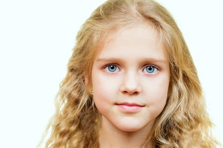 Retrato de atractivo hermosa joven rubia con ojos azules Foto de archivo