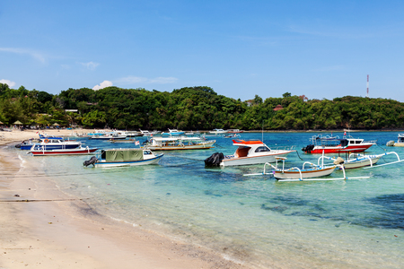 ship anchor: Motor boats tied to the shore to transport people or tourists from one island to another, water taxi to the Islands, Indonesia