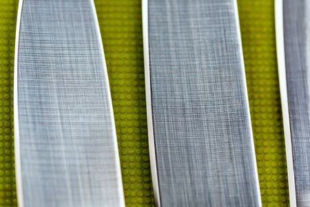 Cutting edge of sharpened kitchen knives close up on background of cutting board Standard-Bild