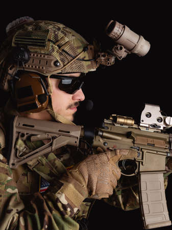 Delta Force soldier, US army special forces. Combat application group, Army compartmented element operator - Tier 1. Portrait on a black backdrop with rifle and night vision. Banque d'images