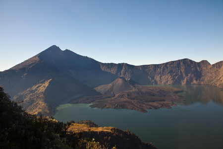 Rinjani Crater Rim Mountain Vulcano Hike with beautiful view and landscape. Imagens