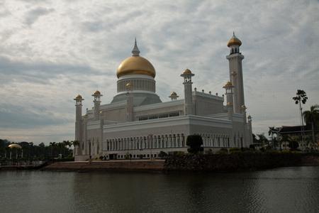 omar: Sultan Omar Ali Saifuddin Mosque in Bandar Seri Begawan - Brunei Darussalam