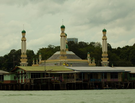 house float on water: Bruneis Famed water village Kampong Ayer in Bandar Seri Begawan, Brunei on Villages are fully self sufficient with their own water, shops. Stock Photo