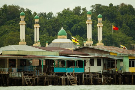 seri: Bruneis Famed water village Kampong Ayer in Bandar Seri Begawan, Brunei on Villages are fully self sufficient with their own water, shops. Stock Photo