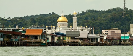 self sufficient: Bruneis Famed water village Kampong Ayer in Bandar Seri Begawan, Brunei on Villages are fully self sufficient with their own water, shops. Stock Photo