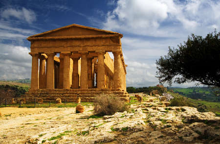 Extraordinary greek temple in the Valley of the Temples in Agrigento - Sicily Standard-Bild