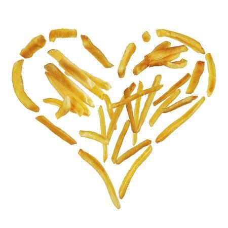 J'aime les pommes de terre. Frites en forme de coeur isolé sur fond blanc
