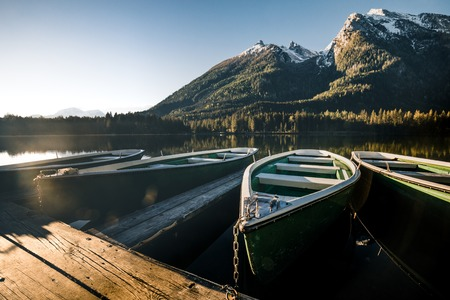 Colorful summer sunrise on the Hintersee lake with white pleasure launches. Sunny morning scene in Austrian Alps. Salzburg-Umgebung, Austria, Europe. Imagens
