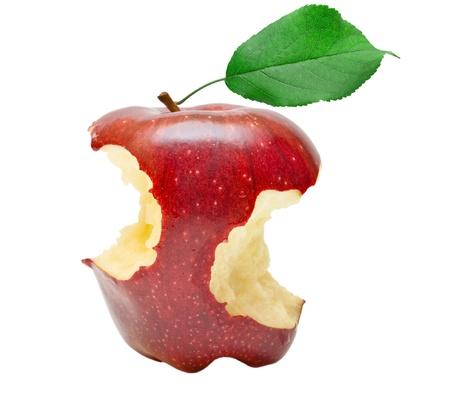 白い背景で隔離かまれた赤いリンゴ