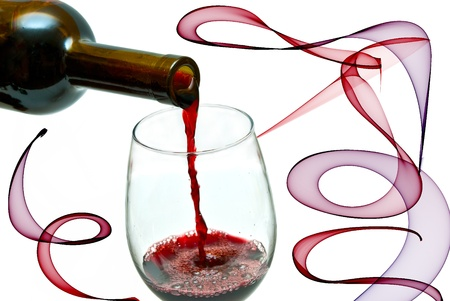 Red wine pouring down from a wine bottle, isolated on white Standard-Bild