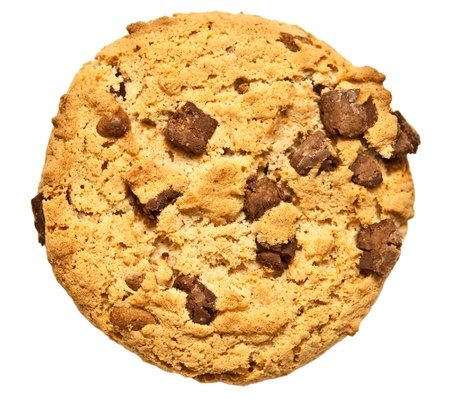 chip: galletas con chispas de chocolate aisladas sobre fondo blanco