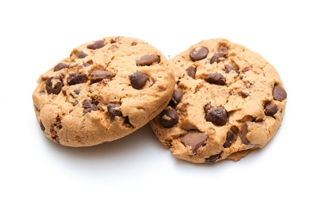 Biscuit aux pépites de chocolat isolé sur blanc
