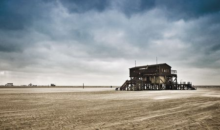 falling tide: Strandhaus