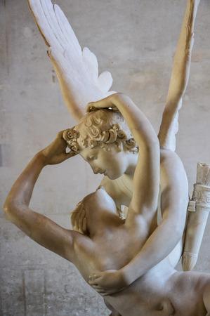 psique: Psique restablecida por el beso del Cupid por Antonio Cavona en el Museo del Louvre de París Francia