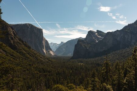 View of the El Capitan and the Half Dome from Tunnel View in Yosemite California Zdjęcie Seryjne - 130159552