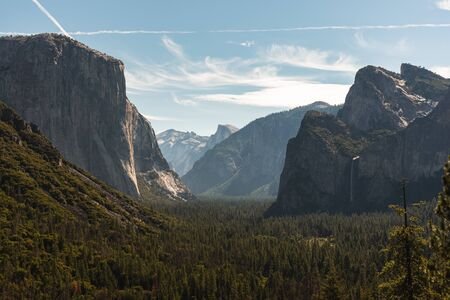 View of the El Capitan and the Half Dome from Tunnel View in Yosemite California Zdjęcie Seryjne - 130159555