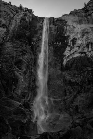 View if the Bridalveil Fall in black and white Zdjęcie Seryjne - 130159557