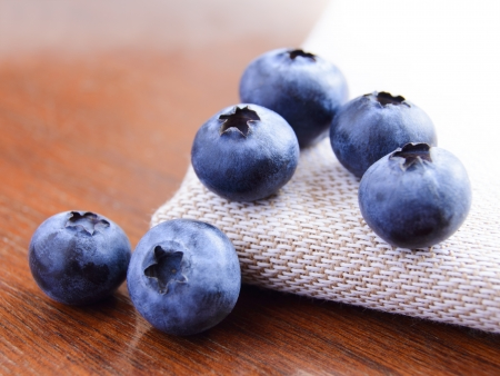 Serviette: Imagen de detalle de ar�ndanos maduros dulces en la servilleta Tela