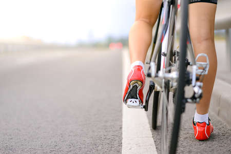 Woman Cyclist Preparing for Riding Bike on the Road. Adventure, Healthy Lifestyle, Sport Imagens