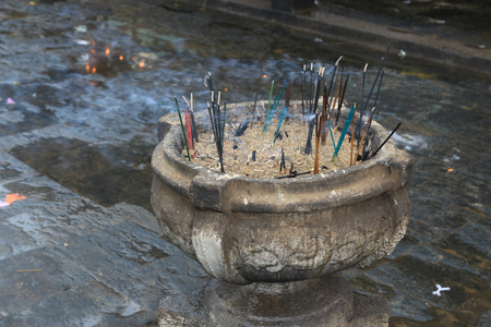 Incense offerings at Buddhist Temple Mihintale in Sri Lanka Standard-Bild