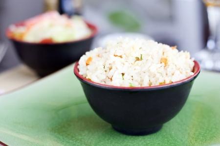 arroz chino: foto de ensaladera taz�n de arroz chino con el fondo