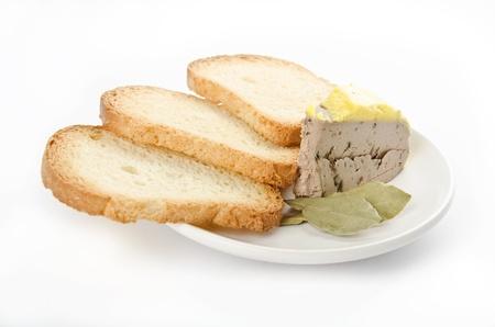 melba: pat� con pan tostado melba sobre blanco Foto de archivo