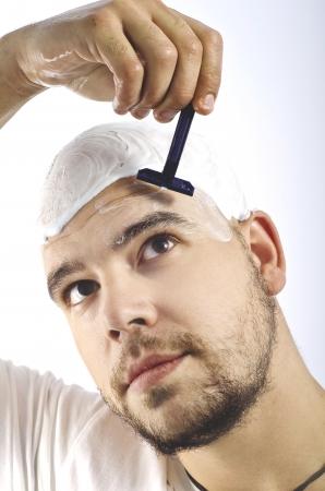 homme chauve: une t�te chauve rasage Banque d'images
