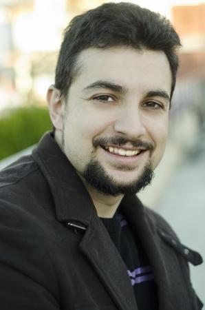 hombre arabe: Retrato formal del hombre con la etnia �rabe o latino