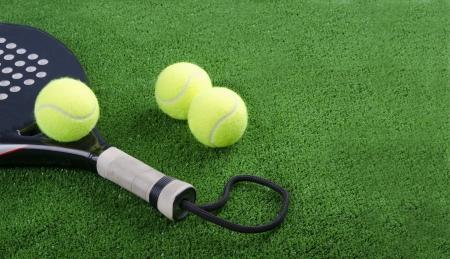Paddle racket and balls