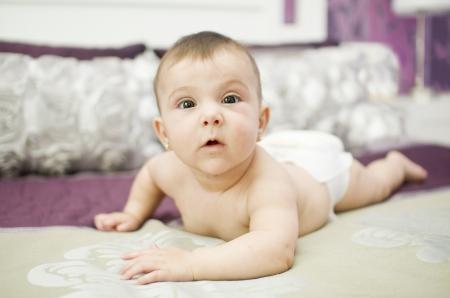 Cute baby sul letto