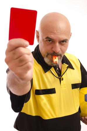 arbitro: Árbitro que mostrar la tarjeta roja a la vista de la cámara